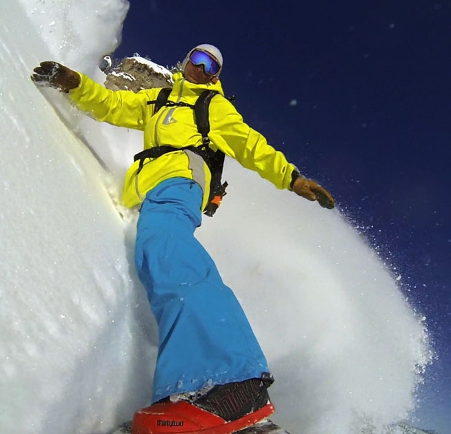 Jeremy Jensen riding True Binding Free on his Grassroots Powdersurfer.